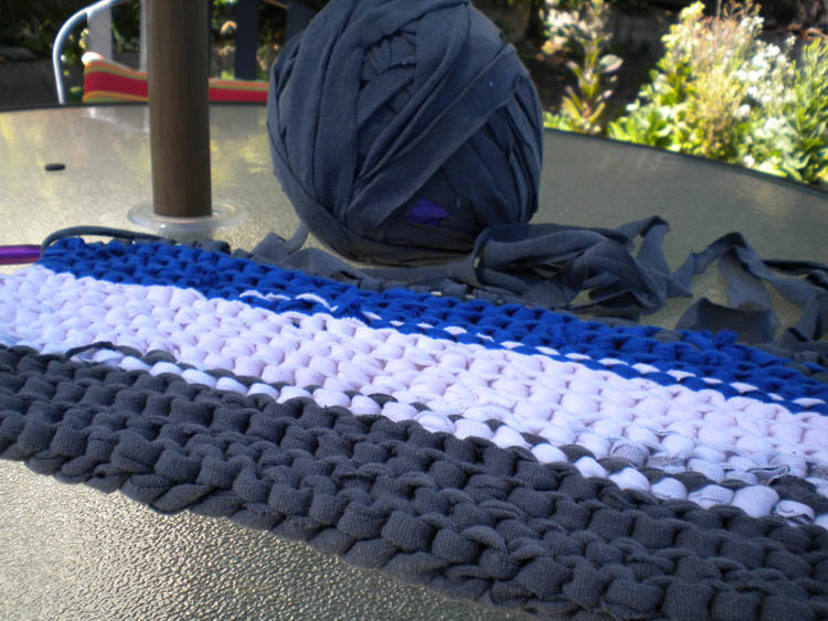 Knitted T Shirt Rug Start