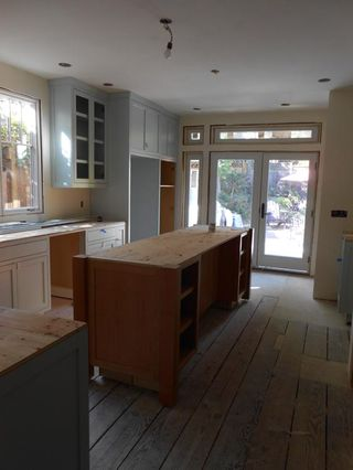 Kitchen_cabinets_east