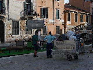 Venice_garbagetruck