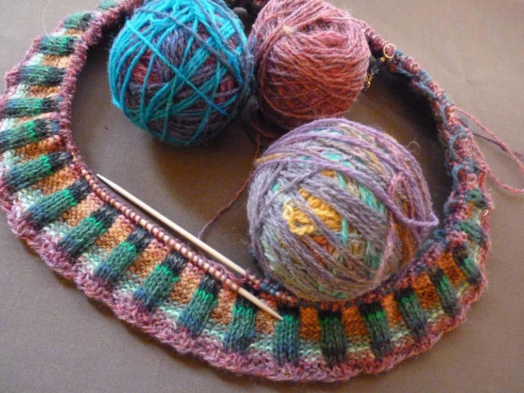 Feral Knitter: Magic Ball Knitting