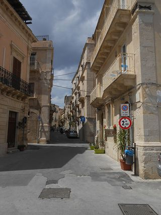 Ortygia_alley