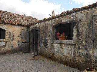Agriturismo_courtyard